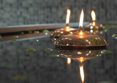 Gartenkunst / Schwimmende Lampen